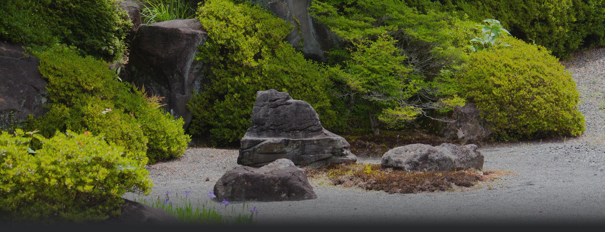 造園用石材・建築用石材の総合卸売商社 国内外問わず多数の在庫をご用意しています。
